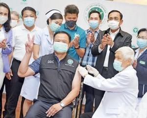 多名政要帶頭接種