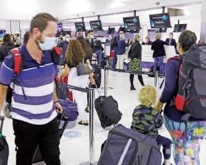 澳洲民眾一早擠爆各地機場