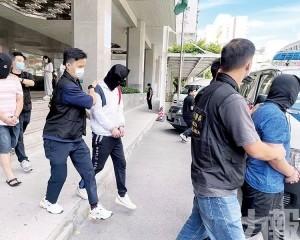 警拘四男 搜市價90,000元毒品
