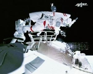 首次出艙任務圓滿成功