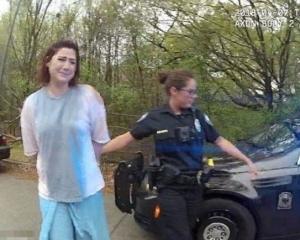 美兩警遭停職調查