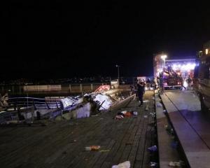 西班牙音樂節木製平台倒塌266人傷