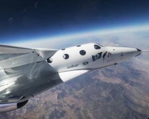 英航天公司太空船明試飛