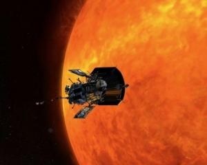 NASA公布太陽能冕流照片