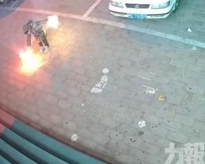 有片!內蒙古頑童放煙花引爆沙井險被炸飛