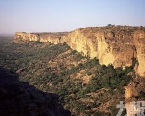 馬里中部村落遭不明武裝分子襲擊致95死