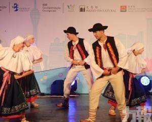 十舞團揮汗展示各地舞蹈風格