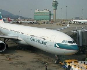 香港機場逾百班航班取消
