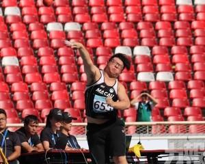 鄺興裕鉛球擲出13.68米