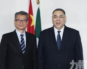 行政長官會見香港財政司司長陳茂波