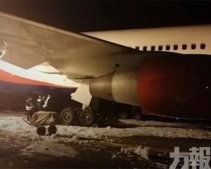 俄客機硬着陸致起落架着火 至少20傷