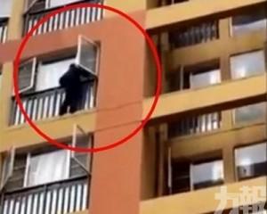 雲南六旬翁徒手爬9層樓返家