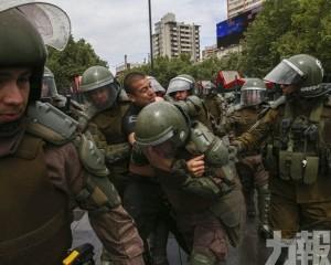 智利總統宣布撤回加價決定