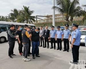 司警移送四十嫌犯內地審訊