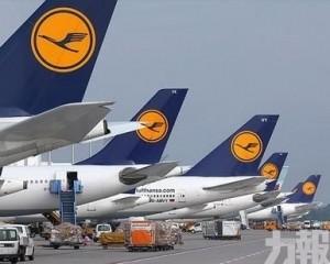 近1,300航班取消 逾18萬旅客受影響