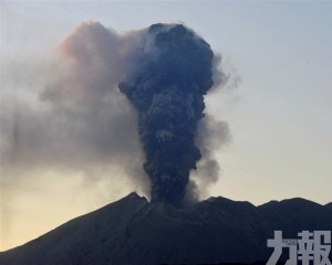 日本櫻島火山灰竄升5,500米高空