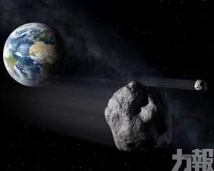 3顆小行星連環與地球「擦肩」