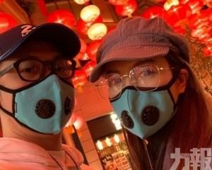 苟芸慧冧爆畀心心手勢回禮