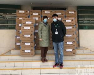 向特區政府捐贈8萬個口罩
