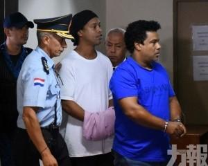 朗拿甸奴用假護照面臨監禁6個月