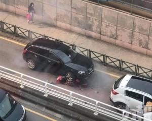 【飛來橫禍】司機疑因玩電話撞飛鐵騎士