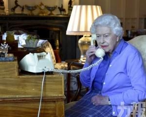 女王吩咐約翰遜準備物資放在門口
