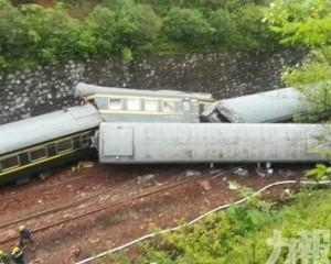 載客火車在湖南境內出軌翻側