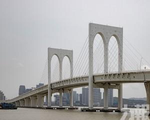 西灣大橋下層車道周日下午開放輕型車試行