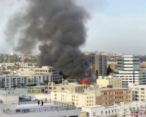 洛杉磯建築物起火爆炸