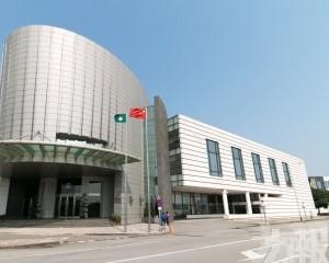 委員會認為政府要釐定監察費標準