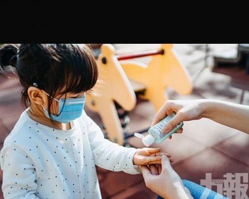別讓兩歲以下孩子戴口罩