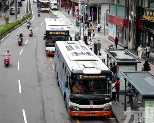指示巴士公司追究乘客法律責任