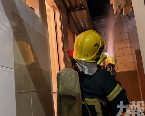 消防:五人吸濃煙不適拒送院