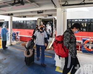 首批48名海外澳人下午到埠