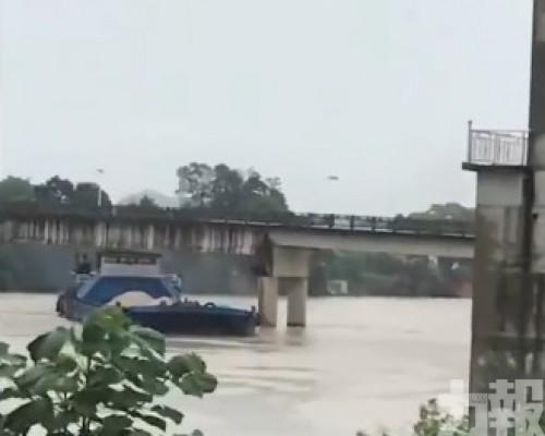 江西運沙船失控撞橋墩