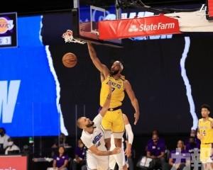 湖人挫魔術取NBA熱身賽首勝