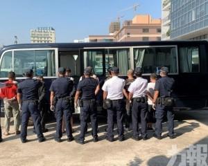 海關拘七非法出入境者