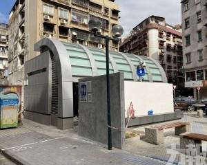 三盞燈男廁設計奇特惹爭議
