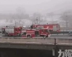 陝西銅川高速路43輛車相撞 至少3死6傷