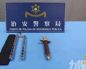 兩台男涉攜禁用武器離境被捕