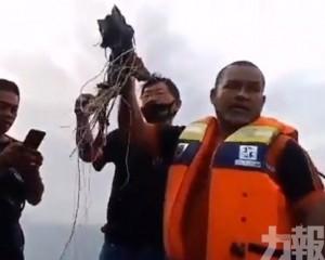 巡邏船打撈到遇難乘客遺體