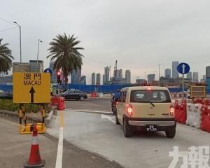 紅燈前思索 駕駛者批指示不清