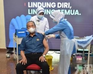 首相慕尤丁率先接種