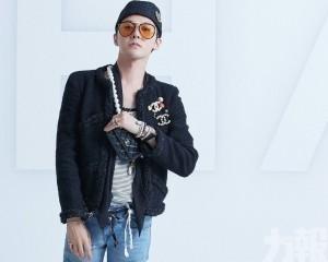 G-Dragon街上食煙唔戴罩