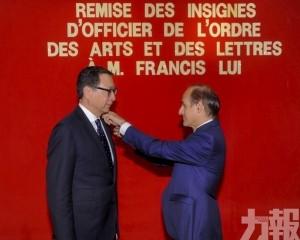 呂耀東獲頒法國藝術與文學勳章
