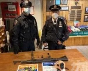紐約時代廣場一男子攜帶AK-47