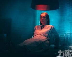 關心妍睡衣上陣MV拍床戲