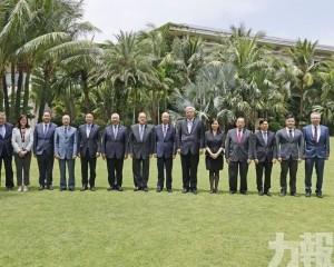 在瓊期間與多位官員會面