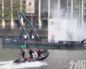 派出專用橡皮艇、巡邏船作救援