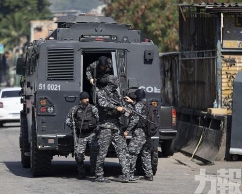 25人死亡 包括一名警員